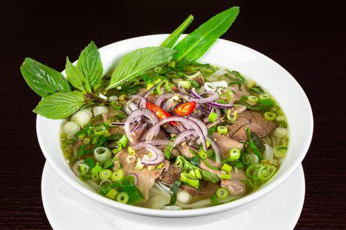 PHO - Originale traditionelle vietnamesische Reisnudelsuppe mit Rindfleisch
